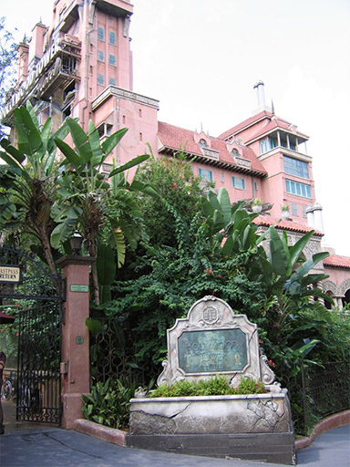 hollywood_studios_tower_of_terror_entrance