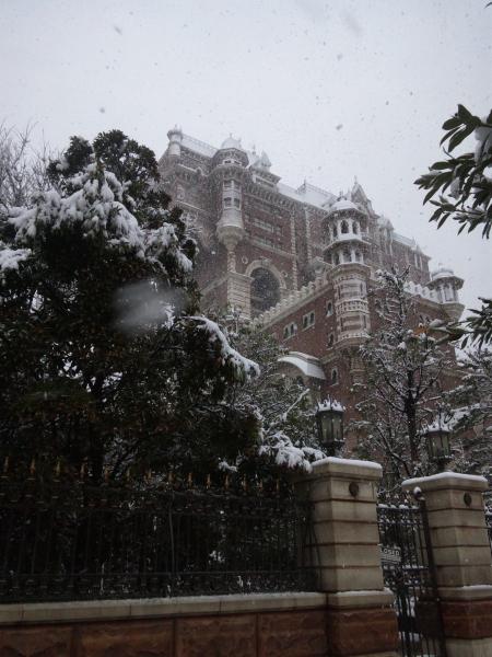 Tokyo DisneySea Tower of Terror snow