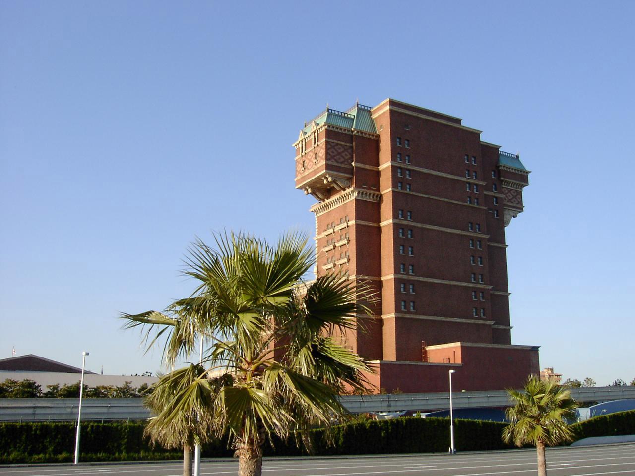 tokyo_disneysea_tower_of_terror_back_side