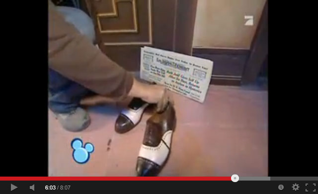 tower_of_terror_hallway_decorating_shoes_newspaper