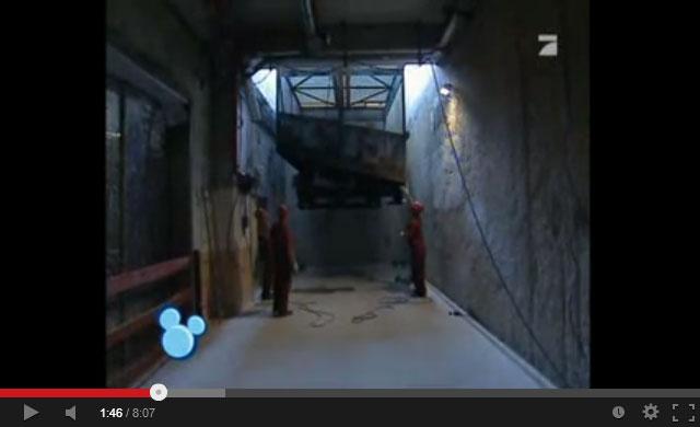 tower_of_terror_lowering_elevator_cart_into_elevator_shaft