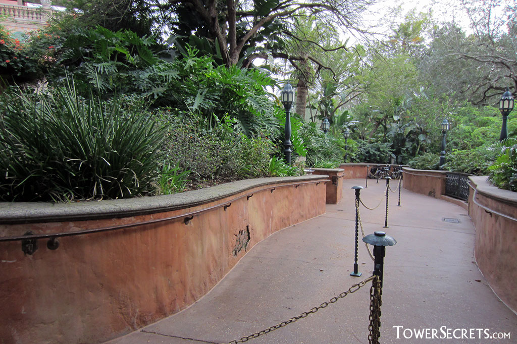 tower_of_terror_orlando_walkway_queue